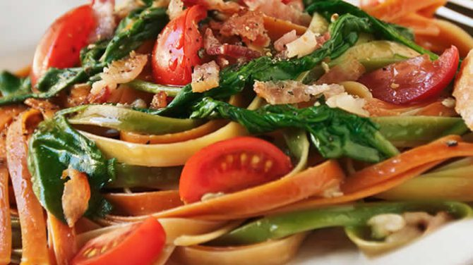 Vegetable Pasta with Spinach and Bacon